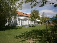 """Das Gebäude des Kinderhauses """"Zur Arche"""" im Sommer aufgenommen"""